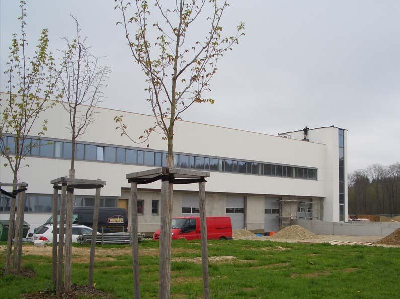 Delo Produktionshalle mit Verwaltungsgebäude